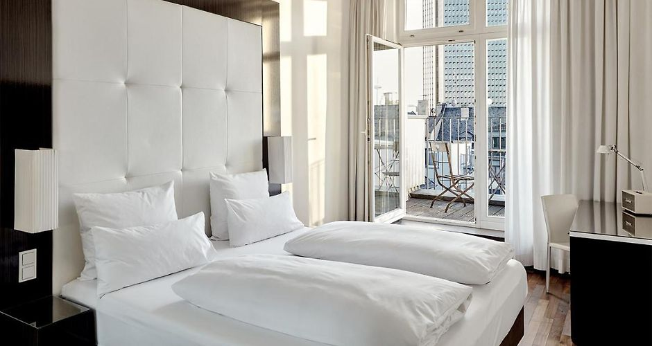 the pure hotel frankfurt am main. Black Bedroom Furniture Sets. Home Design Ideas